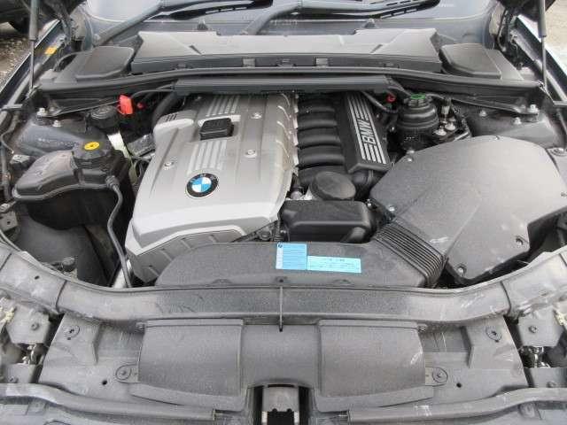 BMW伝統芸直6エンジン♪調子の良いエンジン&その他機関系♪タイミングチェーン式ですので10万キロ前後でのベルトの交換も必要ありません♪エンジンの調子も◎ですよ♪