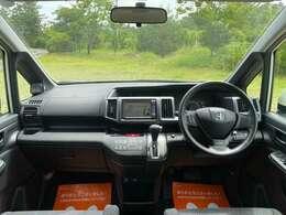 フロントガラスが大きく、視界は良好!とても運転がしやすく、広々とした運転席です!