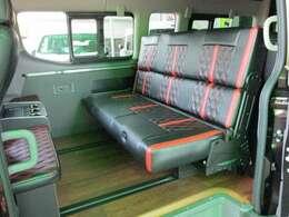 FEELオリジナルシートアレンジ「トランスフォームVer.8タイプ2」!2ナンバーのマイクロバスGXをベースに豪華内装の3ナンバー乗用車に変更!乗車定員は8名です!タイプ2は2段ベッドの車中泊仕様!