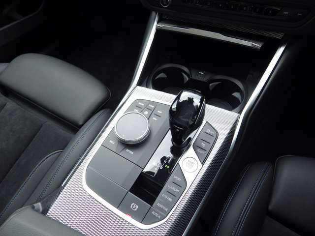 お車のお見積りと合わせましてBMW自動車保険のお見積もご用意しております。BMW車オーナー様へ向けたBMWだけの特典がございます。BMW自動車保険につきましてもお気軽にご相談下さい。