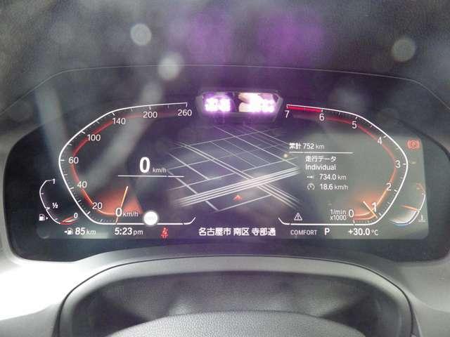 BMWライブ・コックピットは、デジタル表示の12.3インチ メーター・パネルで構成され、すべての情報がよりわかりやすく表示されます。