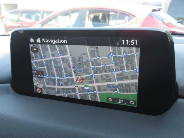 マツダコネクトの7インチWVGAディスプレイです。センターコンソールのコマンダーコントロールでの操作に加えて、タッチパネルにもなっていますので、画面にタッチしての操作も可能です。