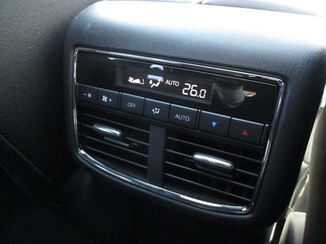 リアのエアコンも装備しておりますので快適にご乗車頂けます!