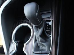 シフトレバーはショートストロークで小気味よく操作出来ます!