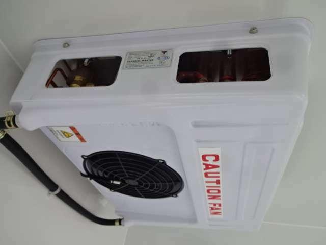-25℃設定のサーマルマスター社製冷凍機!2コンプレッサーで庫内冷却が早く車内エアコンも快適利用可能!薄型エバポレーターで庫内が広く使えます コンデンサーはルーフトップ式で空気取入れ効率をUPしてます