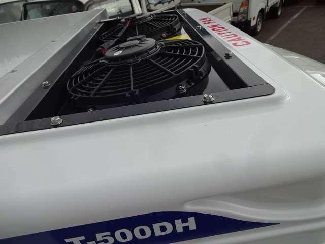 サーマルマスター社製-25℃冷凍機  (2コンプレッサーで庫内冷却が早く車内エアコン快適利用可能)