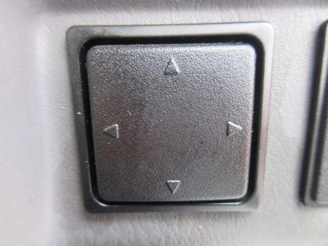 左ミラーは電動で角度を調節することができます☆