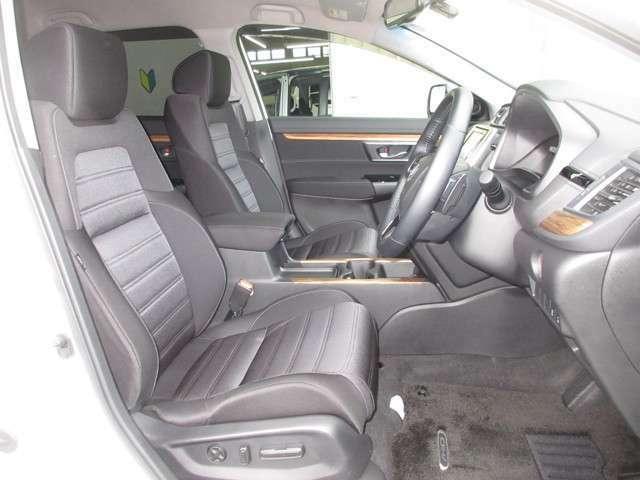 運転席に、シートの前後スライド、リクライニングを調整できる4ウェイパワーシートを備えています。ドライバーに合せ最適なポジションが設定できます。