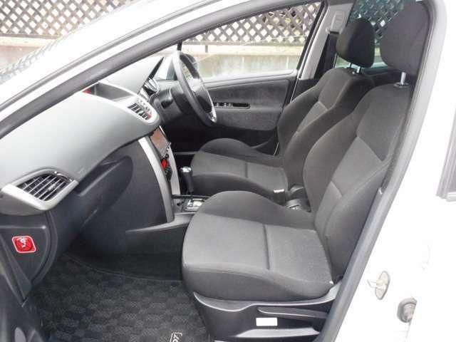 ♪前席は意外に広くゆったりと運転できます。シートの状態も良いです♪☆