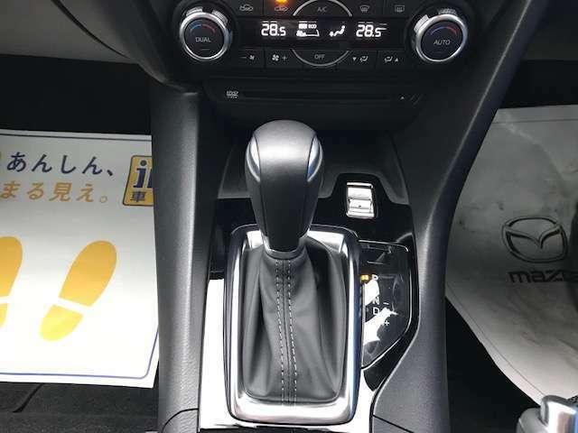 ガソリン車には軽快なスポーツモードスイッチ