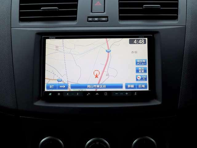 【メモリーナビ】こちらのお車はメモリーナビを装備しております。高性能なナビ機能の他、フルセグTV、Bluetooth音楽再生、CD音楽の再生や自動録音、DVDビデオも可能にできます。