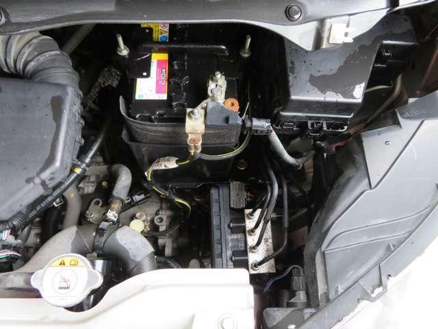 ケルヒャーのスチームクリーナーで車内のシート・トランクの中・ホイール・車内の細い箇所や溝など徹底的に洗浄して納車してます。