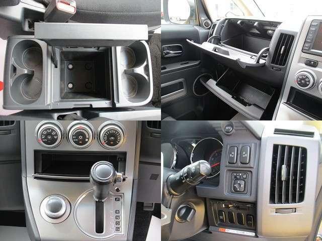助手席前の収納スペースは、車検証入れが別にあるので有効に使用できます。