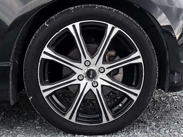 【アルミホイール】17インチアルミホイールです。タイヤ溝も残っておりますので、安心して乗ることが出来ます。