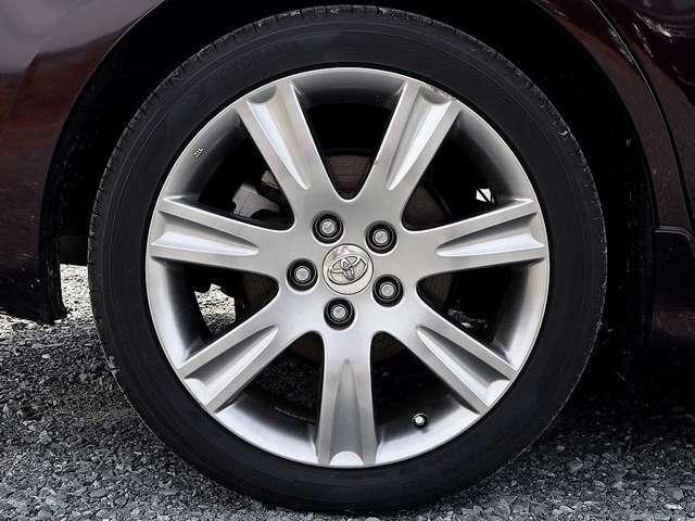 【純正アルミホイール】純正18インチアルミホイールです。タイヤ溝も残っておりますので、安心して乗ることが出来ます。