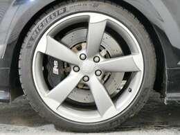 オプション 5アームローターデザイン19インチアルミホイール☆関東最大級のAudi・VW専門店!豊富な専門知識・経験で納車後もサポートさせていただきます☆