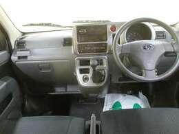 フロントシートは取外して高温スチームで洗浄除菌、エンジンルームも洗浄・コーティングでピカピカです。