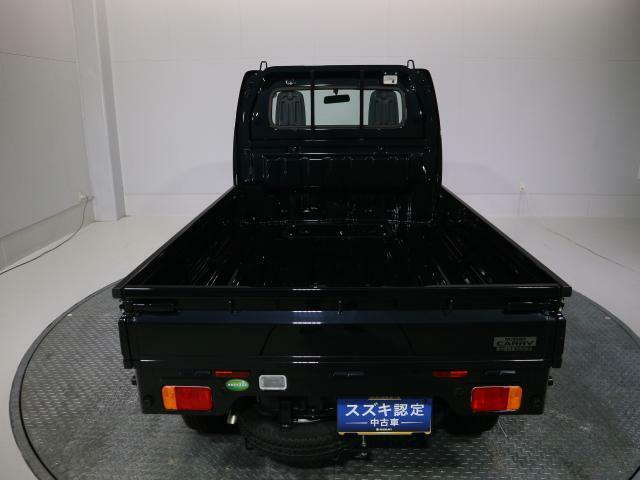 シート形状を工夫し、広い荷室を確保しています。