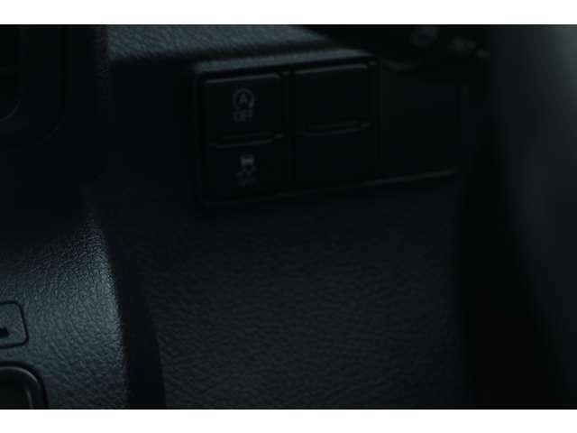 【まるまるクリン実施車両のみ】室内消臭を実施。スッキリ爽やかに、ねこそぎ消臭。足もとまで綺麗に仕上げます。■リアシート・リンス洗浄、■消臭剤噴射器(ご本人による現車確認、店頭納車が必須となります)