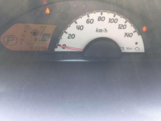 速度やガソリンの残量も一目でわかる見やすいメーター♪