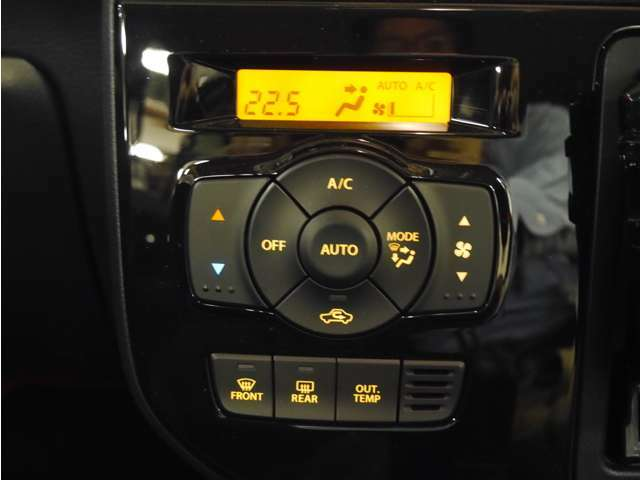 「オートエアコン」設定した温度まで自動で調整♪上手に使えば燃費に貢献!
