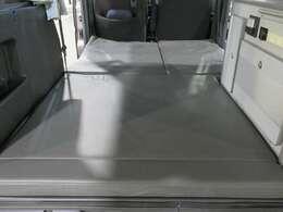 ベッド寸法は約190cmX94~120cmになります。
