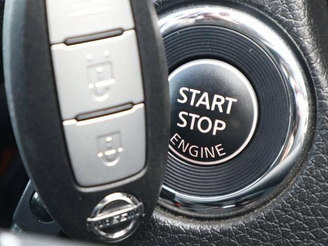 インテリキーを装備しております。鍵を持っているだけで鍵の開閉が可能になり便利な装備です。