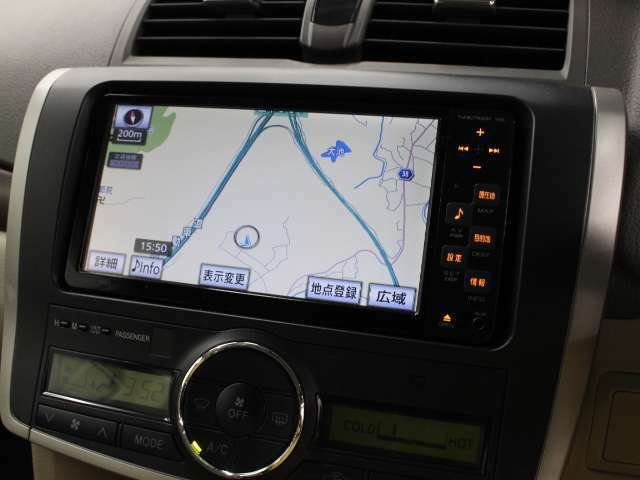 安全を考慮し、視線移動の少ない位置にセットされた純正SDナビ!CD、ワンセグTVに対応しています。