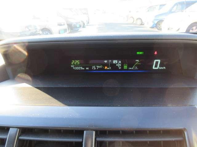 視認性の良いデジタルメーター!瞬間燃費も表示されます!