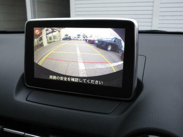 バックカメラを装備。駐車場などでの取り回しもスムーズに行っていただけます。