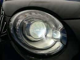 ●HIDヘッドライト『ハロゲンの数倍の明るさを誇る高寿命キセノンヘッドライトで、安全運転を支える良好な視界を!』