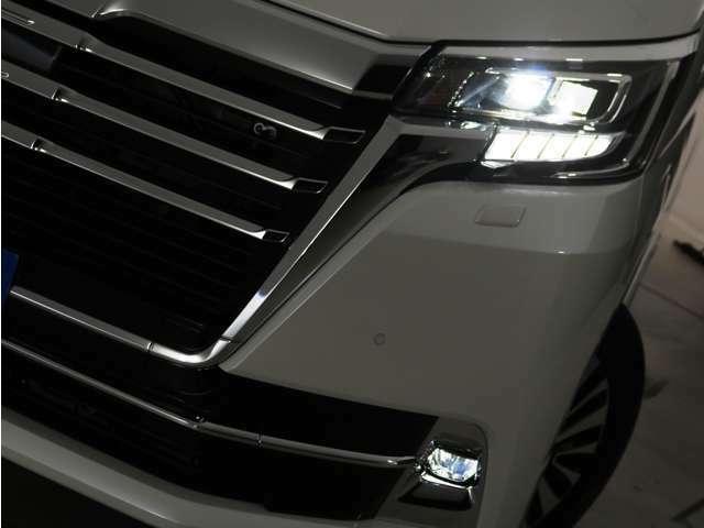 LEDヘッドランプ標準装備!