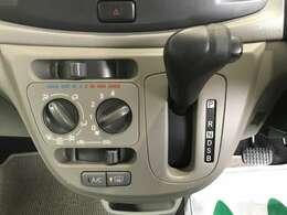 エアコンはマニュアルタイプでシフトはCVTのお車となってます♪♪