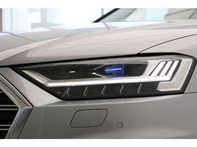 オプション設定であるレーザービームマトリクスLEDヘッドライトを装備。通常のハイビームの2倍の距離を照射することができる最新のライティングテクノロジーです。
