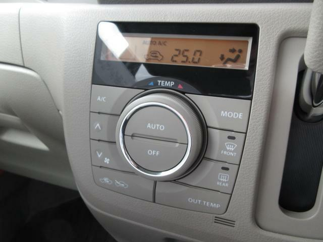 フルオートエアコンを完備しております!広い車内空間も一度温度設定していただければ快適な車内空間を保持します!