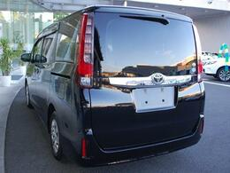 お買得車ノアまたまた入荷しました・人気のブラック・純正SDナビ&TV付き・メーカーオプションのスペアタイヤ装着車です・詳細はHPをご覧下さい!