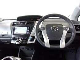 ブラックを基調とした機能的で使いやすいデザインの運転席周り。