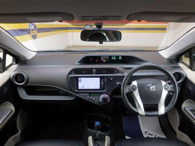 見やすいメーターや、使いやすいスイッチ。乗るたびに愛着が増すシンプルな運転席!