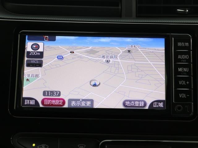 シンプルながら機能性あふれる運転席周りです。 使いやすいスイッチ類の配置によりとても運転しやすいですよ。広々空間で運転ラクラク運転席周りですね。 使いやすいハンドル回りにより操作性ラクラク! スイ