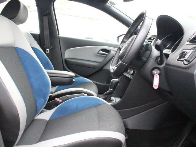 ブルーGTに装備されるスポーツシートは、欧州車らしく硬めのセッティングで、長距離でも快適に運転できます。
