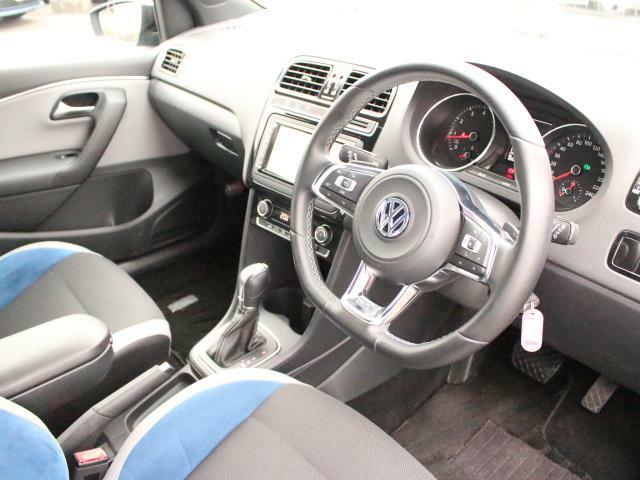 イメージカラーのブルーをあしらったBlue GT専用デザインのインテリア。スポーティな雰囲気をお楽しみいただけます。