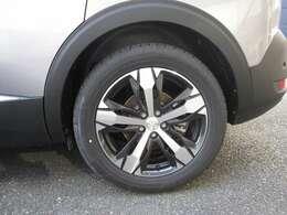 グリップコントロール&オールシーズンタイヤ装着で悪路も安心です!