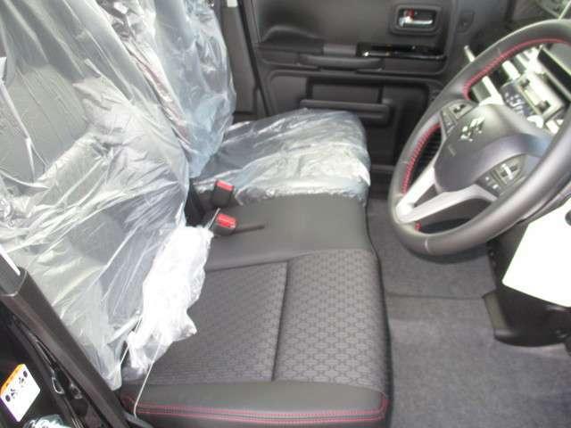 フロントシート。運転席にはシートヒーターが付きます♪