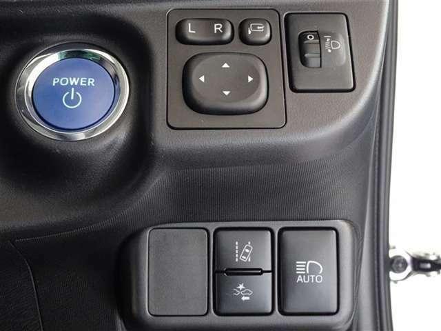 トヨタが誇る衝突被害軽減ブレーキとペダル踏み間違い防止装置を搭載したサポカーS車です。キーは鞄で楽チン始動、スマートエントリーシステムを搭載してます。