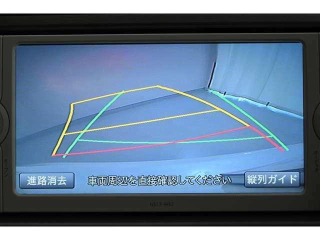 バックガイドモニターです。 ディスプレイに後方の視界を表示し、車庫入れをサポートします。