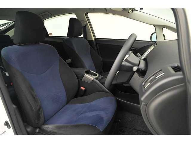 運転席/助手席です。 シンプルながら座り心地が良いシートです。