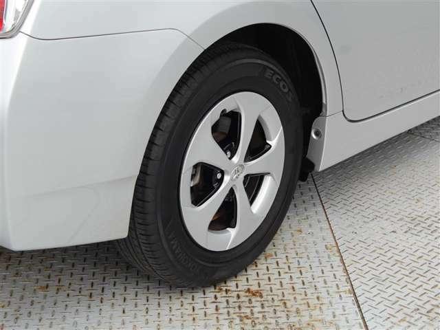 タイヤサイズは195/65R15!残り溝は6ミリ程度です!