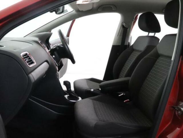 前席は高さ調整式のコンフォートシートです。