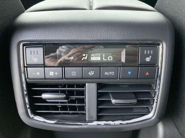 ◆ダブルオートエアコン【セカンドシート、サードシートに快適な空調をお届け致します。】