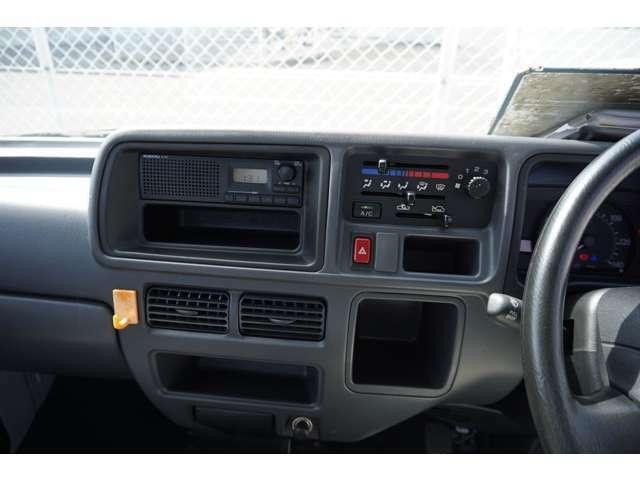 ラジオがついています。暑い夏に必須のエアコンも装備しておりますよ♪
